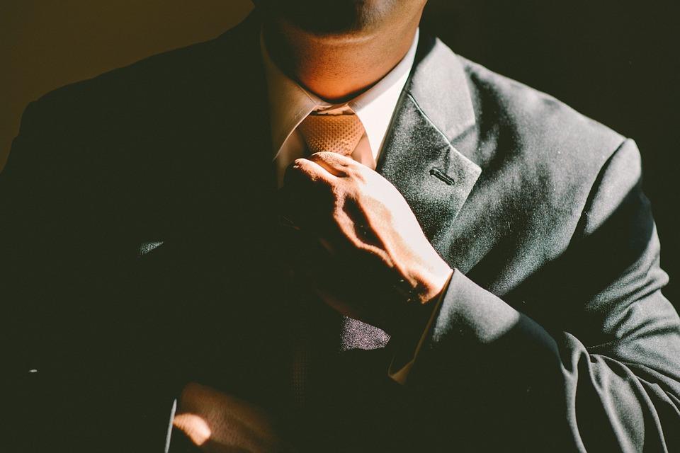 Już podczas pierwszej minuty zazwyczaj wyrabiamy sobie zdanie o nowopoznanej osobie. To, czy zrobimy dobre czy złe wrażenie w dużej mierze zależy od nas samych i od naszych umiejętności autoprezentacji biznes.